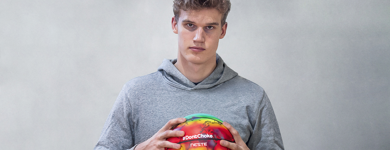 Lauri Markkanen and Neste collaboration to raise climate change awareness with the campaign called #DontChoke in Neste's Journey to Zero initiative