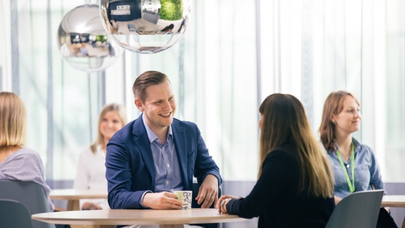 At Neste's Commercial Operations, we manage the day-to-day relationships with our customers and suppliers that serve as the backbone of our products and services.