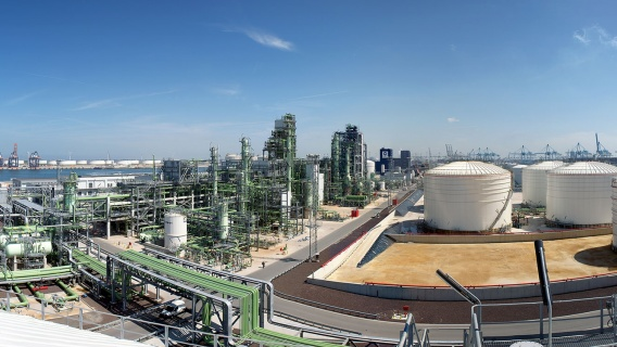 The Rotterdam refinery is located in the Maasvlakte district west of the Port of Rotterdam.